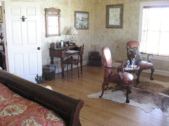 Lillian Farms Country Estate: Longhorn Suite