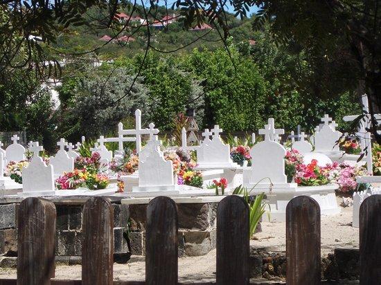 Сент-Бартельми: St. Bart's: Cemetery