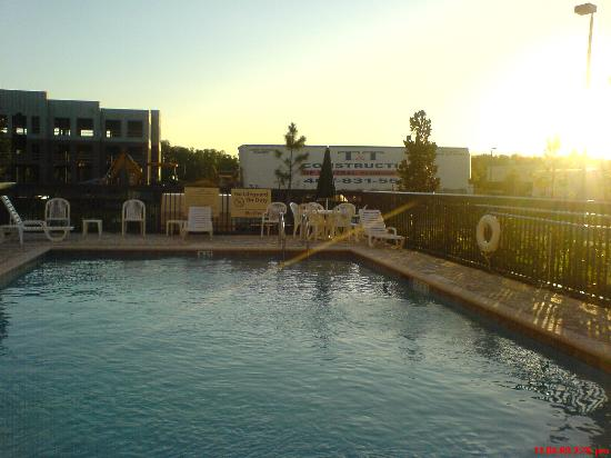 Hampton Inn & Suites Orlando - John Young Pkwy / S Park: Pool (notice the construction going on right across the fence)