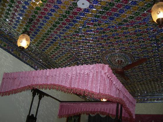 umaid bhawan heritage house hotel interesting ceiling decor in the room - Violet Hotel Decor