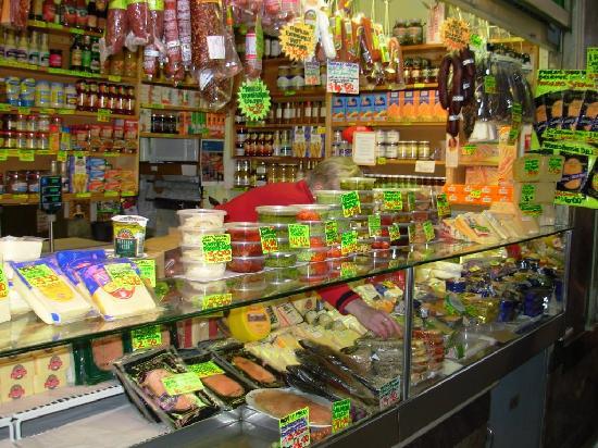 Qv gourmet market fish area picture of queen victoria for Fish market queens