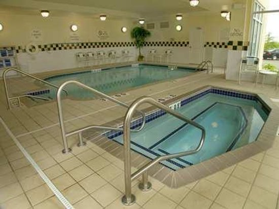 Hilton Garden Inn Minneapolis / Bloomington:                                     Indoor pool and hot tub