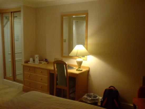 Astley Bank Hotel: Desk area