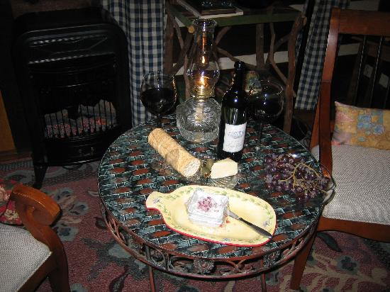 Whisperwood Farm B&B, Creekwalk Inn and Honeymoon Cabins : what awaited us after a long day