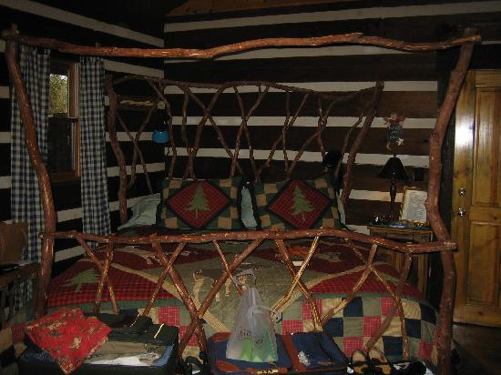 Whisperwood Farm B&B, Creekwalk Inn and Honeymoon Cabins : Hannah Mt Room