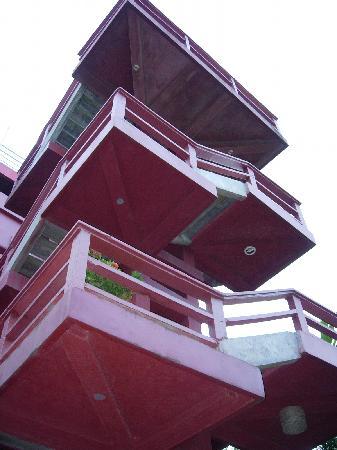 Maya Vista Hotel : Hotel Maya Vista - looking up