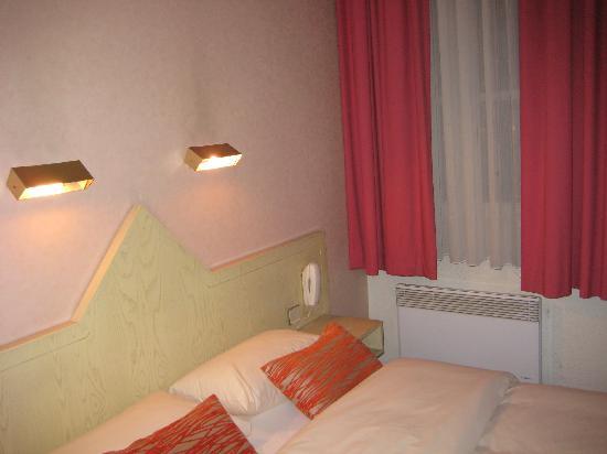 Hôtel du Théâtre : bedroom 1