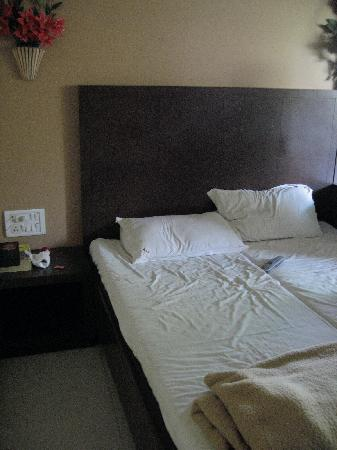 Hotel Highway Residency: nicer bedding needed