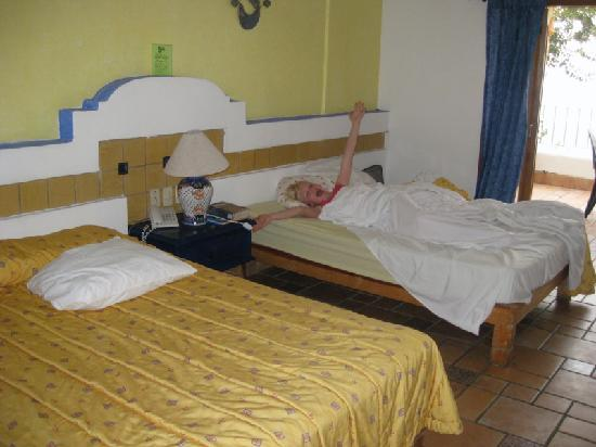 Playa Conchas Chinas Hotel : hambone daughter in double of our two room suite