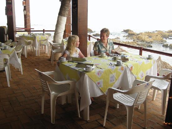 Playa Conchas Chinas Hotel : dining at the downstairs Lido Mar Beach Club
