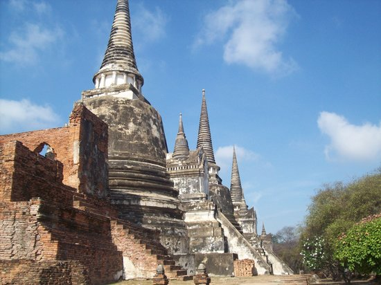 Аютия, Таиланд: Three pagodas of Wat Phra Si Sanphet which house the remains of King Borommatrailokanat, King Bo