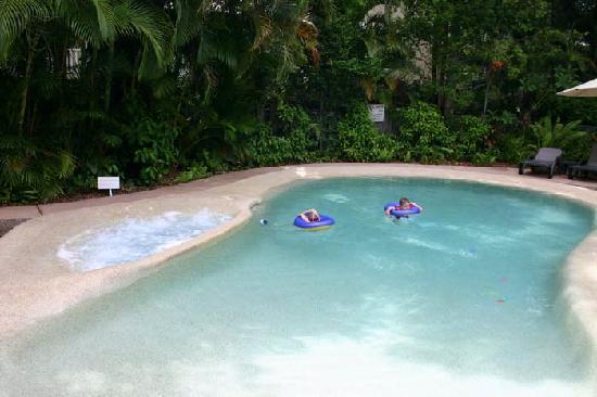 Sunset Cove Noosa Resort: heated pool