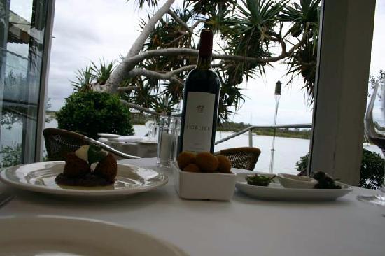 Sunset Cove Noosa Resort: nearby restaurant