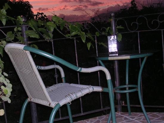 Vina Romantica: Sunset from the side terrace