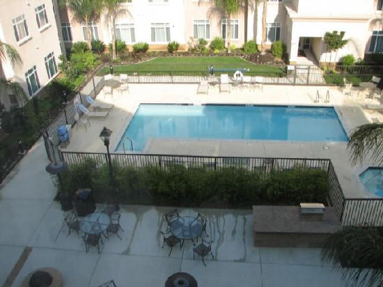 Residence Inn Los Angeles Westlake Village: Courtyard