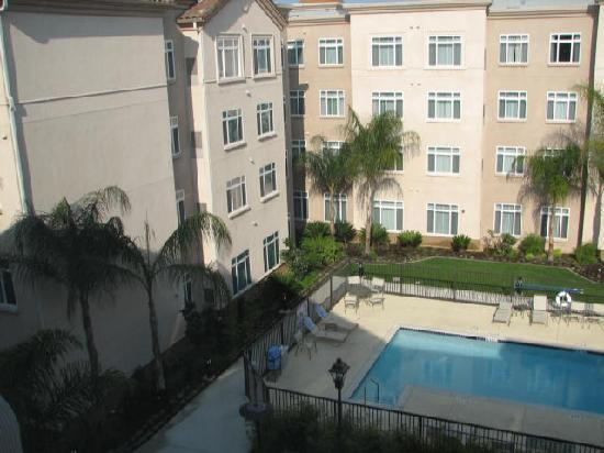 Residence Inn Los Angeles Westlake Village : Courtyard