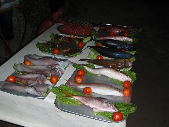 Cabana Beach Club Resort: Fresh fish daily along the road