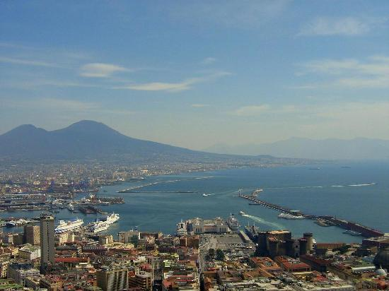 Bellini B&B: A view of the bay and Vesuvius, from Vomero.