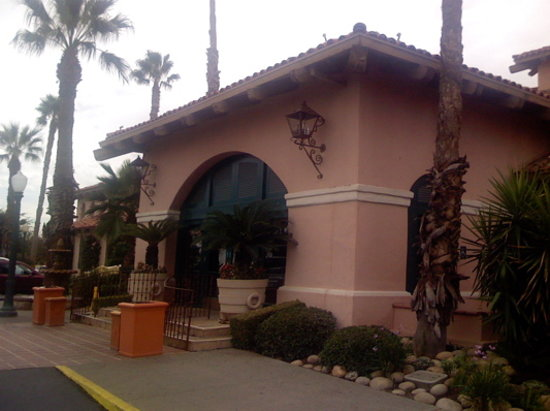 Harris Ranch Restaurant: Entrance