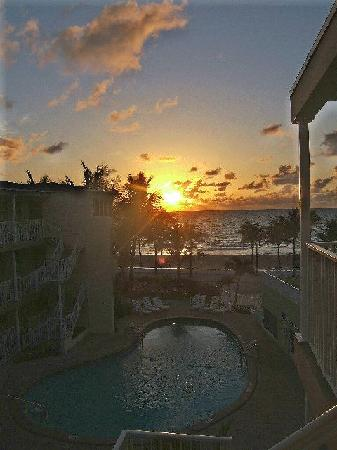 Silver Seas Beach Resort: Sunrise