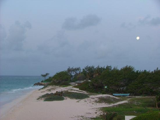 Silver Point Hotel: Moonset at SilverPoint