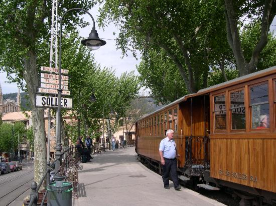 Hotel El Guia: the little railway station is the oldest in Europe