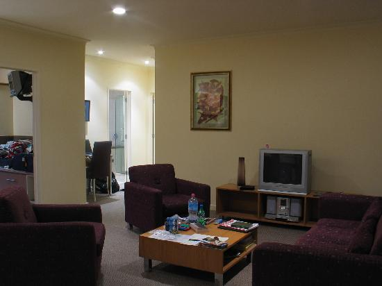 Regal Palms 5 Star City Resort: Living room area - 2 bed unit