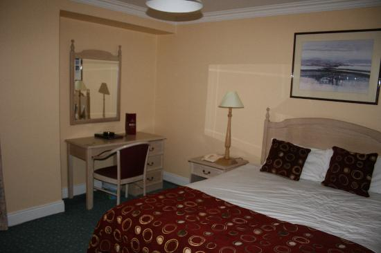 Longford, Ireland: Room1