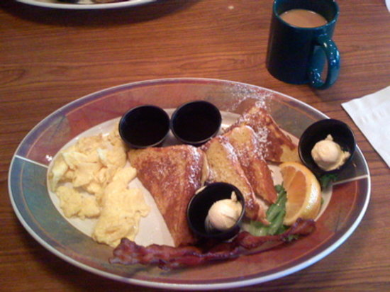 Lumberjack's Restaurant: French Toast with eggs and bacon
