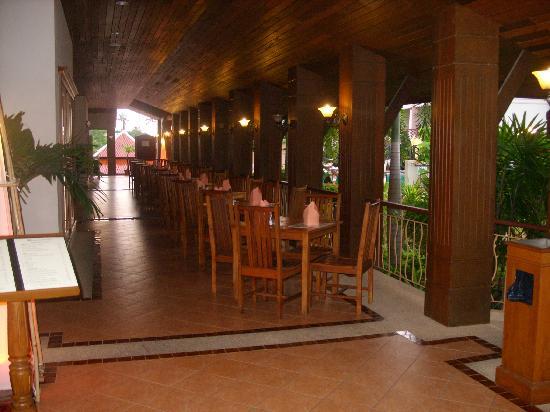 Krabi Heritage Hotel : Outside dining area