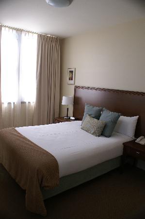كويست لانكيستون سيرفسد أبارتمنتس: Hotel room