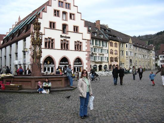 Фрайбург-ам-Брайсгау, Германия: Plaza de la Catedral.... zona del mercado de flores y artesania