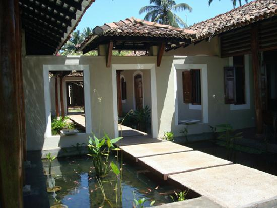 Apa Villa Thalpe : the courtyard of the Villa