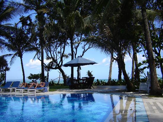 โรงแรมเลก็อง คีราตัน บีช: Hotel + Pool
