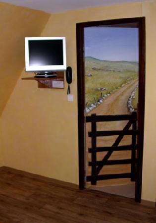 Lacalm, Frankrig: trop belles les portes en trompe l'oeil