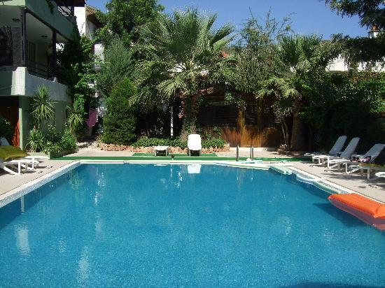 Grass Apartments: Grass aparts Pool