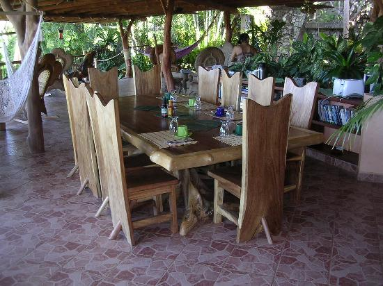 Villa Mango: breakfast table