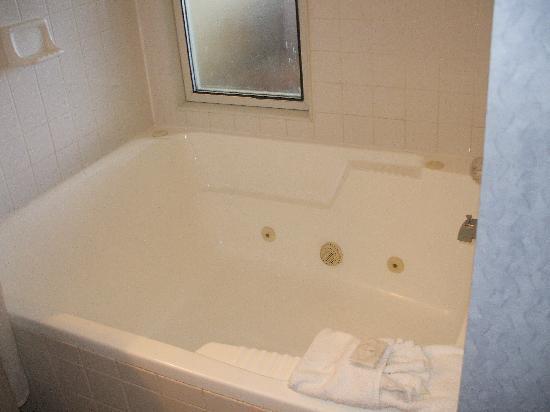 Dolphin Inn Jacuzzi Bathtub