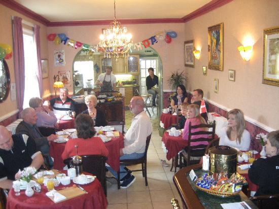 Creston Villa Guest House: Breakfast Party