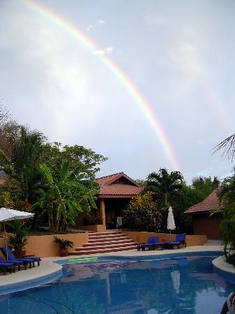 Hotel Ritmo Tropical: rainbow over a room
