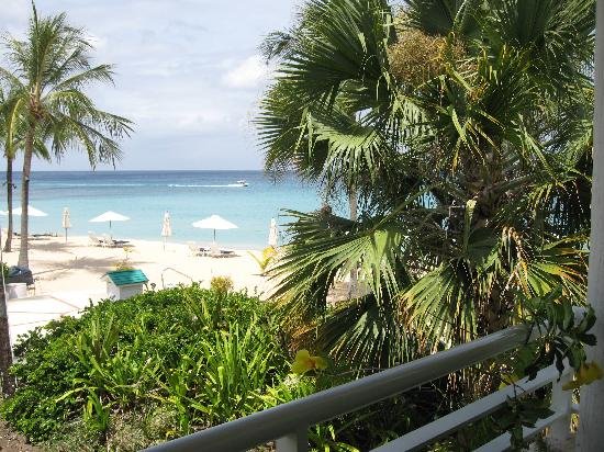 Royal Glitter Bay Villas: Beach from the terrace