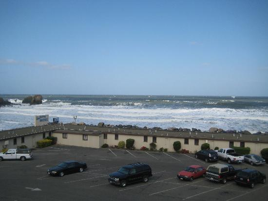 Pacifica Motor Inn: view from rm 317 - middle bay window