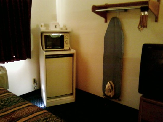 Super 8 Blythe: Fridge, microwave, and ironing board