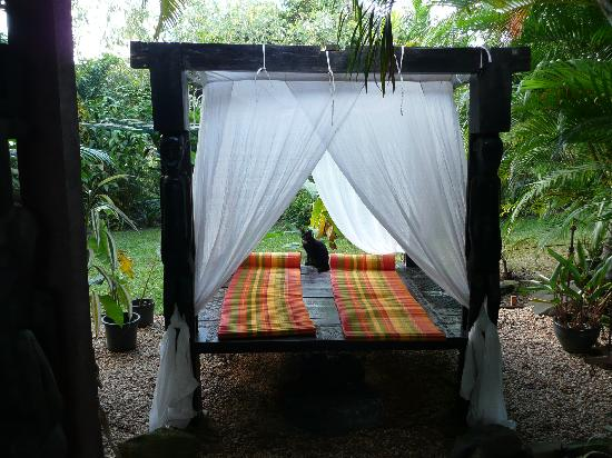 Mai Tai Resort: the outdoor bed - perfect for reading a great book