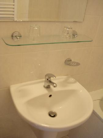 Pension 44: bathroom