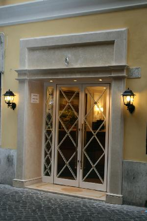 Boutique Hotel Trevi: hotel entrance