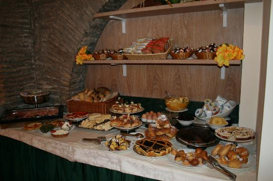 Boutique Hotel Trevi: breakfast spread