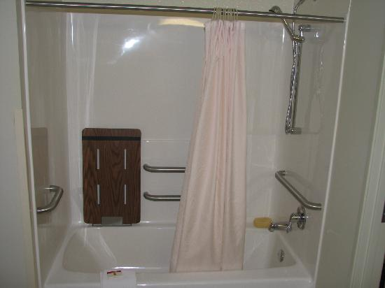Super 8 Hagerstown/Halfway Area: CLean and effective bath and shower - note the baby table