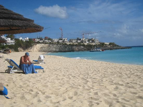 Belmond La Samanna: Strand / Ausblick auf Kräne