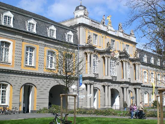 Bonn, Alemania: ingresso dell'università